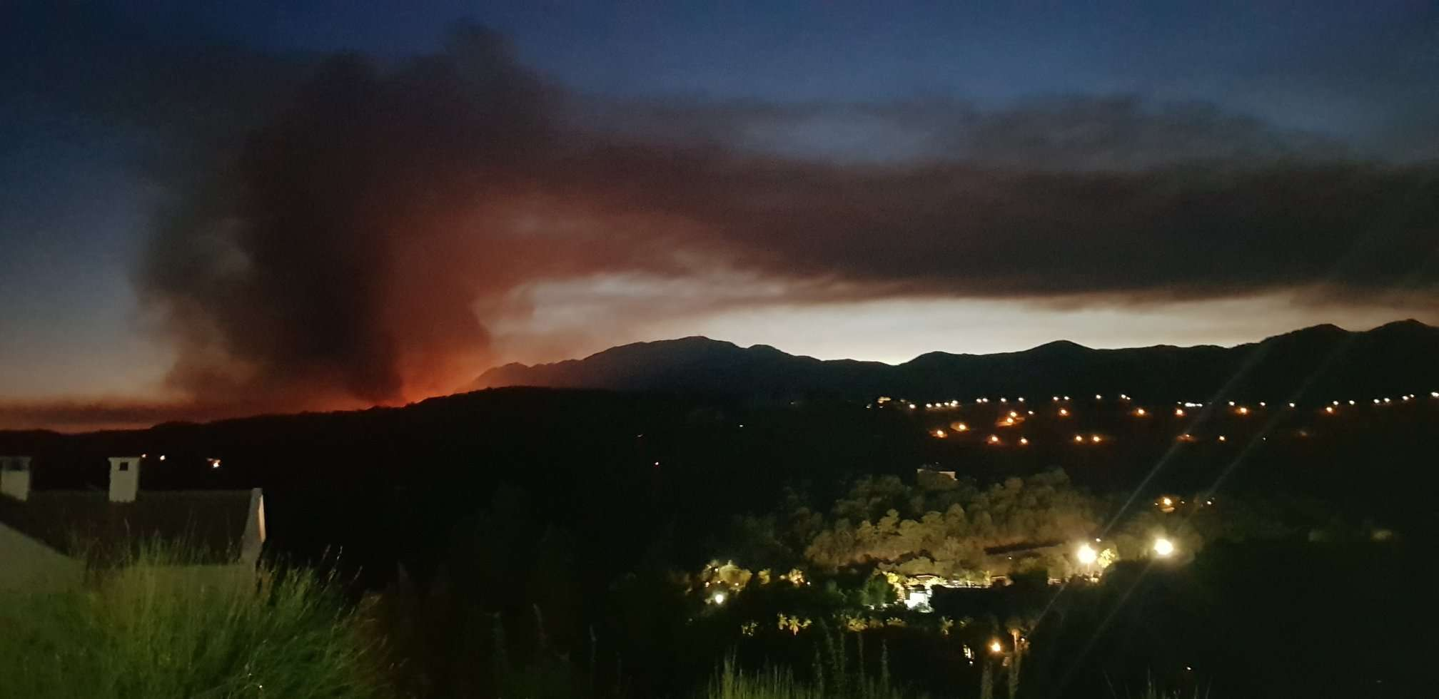 Fears as wildfire rages in Costa del Sol