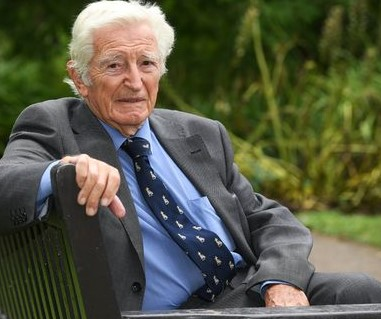 "As the NHS remains in turmoil surgeon, 93… ""I will carry on"""